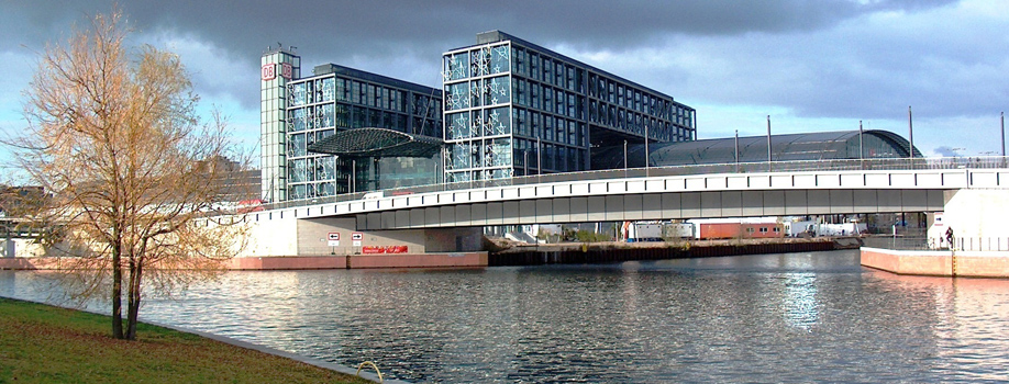 berliner-hauptbahnhofBA2161E1-7383-34A2-3C65-E173778F07B0.jpg
